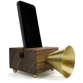 Altavoz retro para iPhone en madera