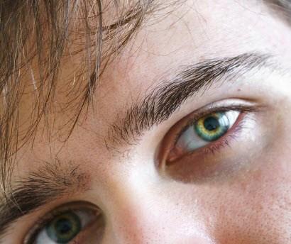 Corrección de imperfecciones en los ojos de hombres