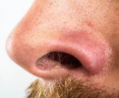 recortar vello de la nariz hombre